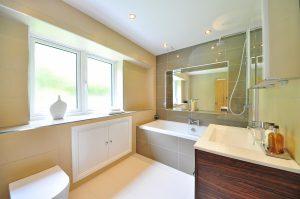 Badkamer Plafond Kunststof : Monteer nu ook gemakkelijk je badkamer plafond van kunststof